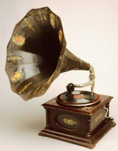An old gramophone.jpg