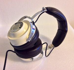 Lafayette Model F-990 Vintage 89mm Headphones from way back in the 1970's, made in Japan, 8ohms