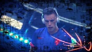 Nicky Romero rocks Ultra Music Festival 2014 @Miami with white mixr beats DJ cans!!!!!!!!! FCUK...
