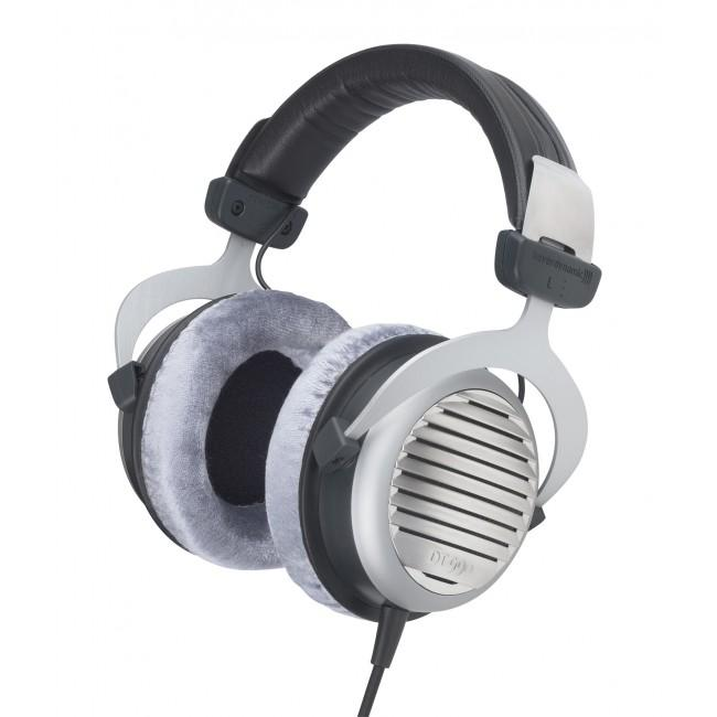 beyerdynamic-dt990-headphone-1.jpg