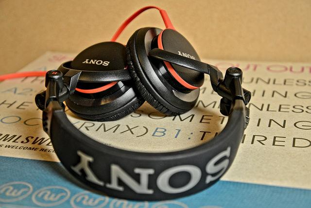 Sony MDR-V55 A ridiculously bass heavy sound but not a bad headphone for the price <br />