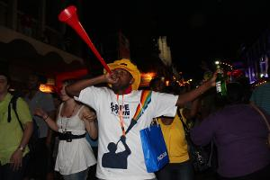 Vuvuzela_blower%2C_Final_Draw%2C_FIFA_2010_World_Cup.jpg