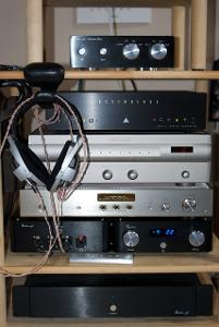 I was lucky enough to be able to borrow some gear to compare the Audio-gd Phoenix and Reference...