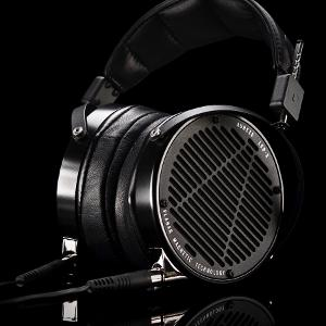 ecf6540e_LCD-X-AABK-SeatedL-Glam-109142.jpeg