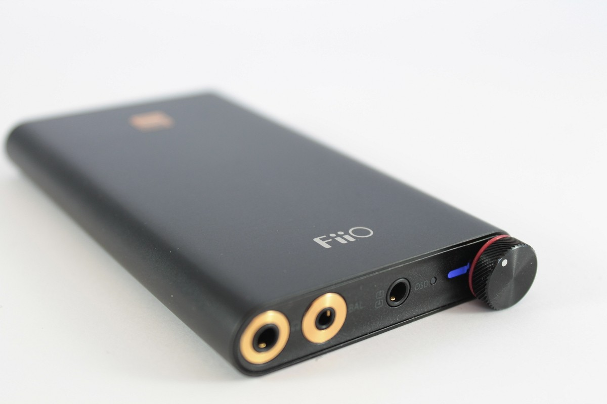Fiio Q1 Mark Ii Apple Mfi Certified Dac Amp Reviews Headphone Iphone Jack Pinout Besides Trrs Wiring Top Outputs Line In Out And Tocos Pot