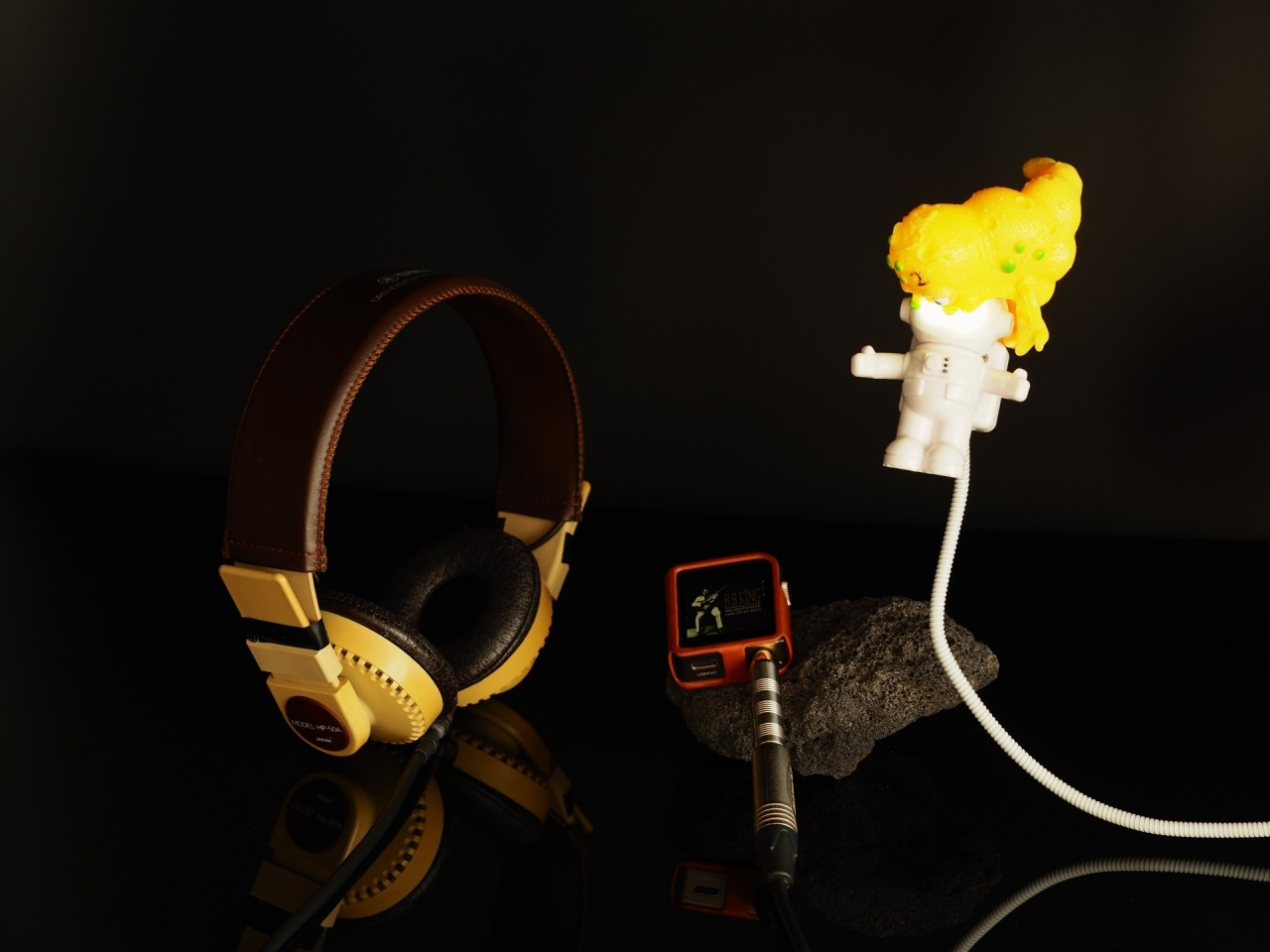 Modded by Ludoo (rewired for stereo, neutrik plug, british felt)