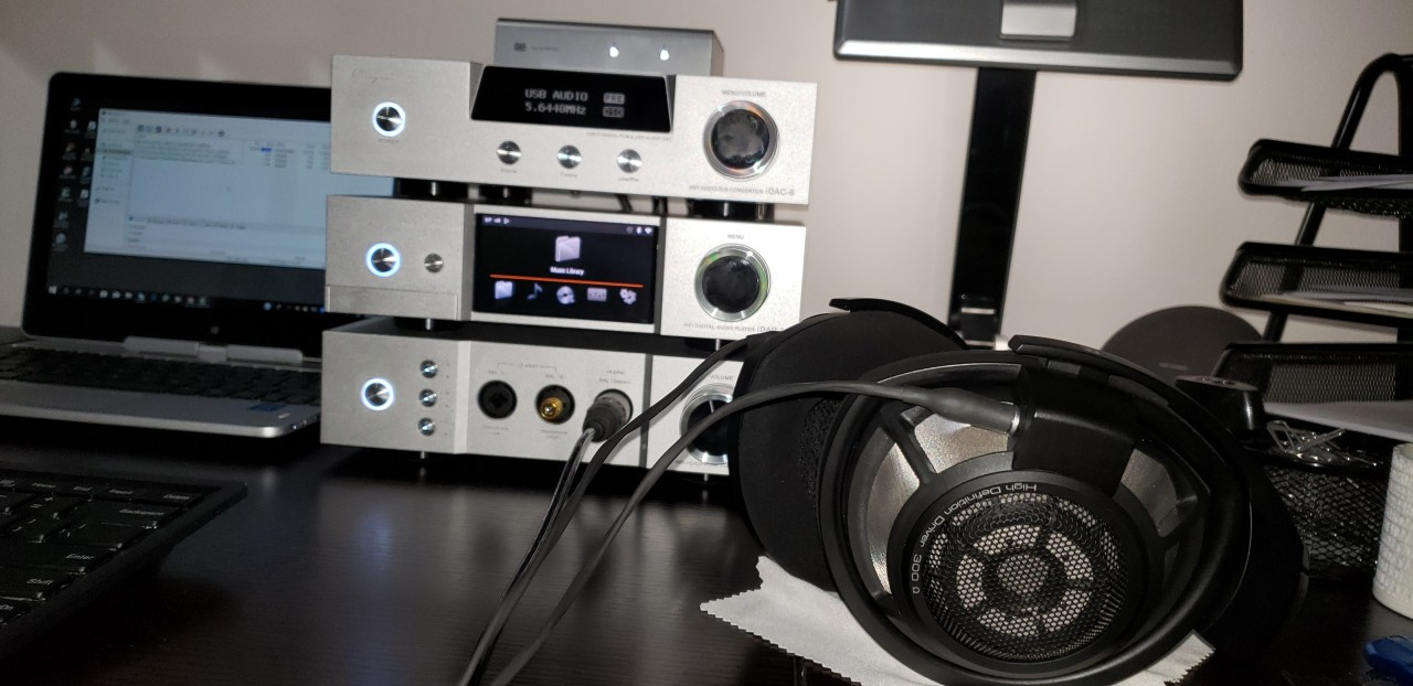 HD 800s doing their duty.