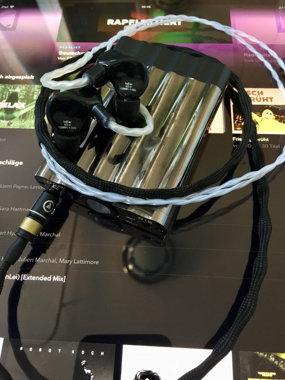 - InEar StageDiver4<br /> - iFi Audio xDSD<br /> - Lavricables silver