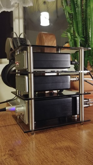 Hand made, glass and stainless steel rack for DAC/Power suply/Headphone amp (Creek). Smoked...